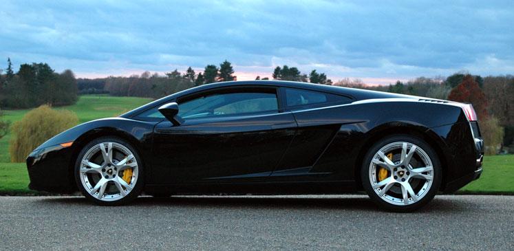 Kør selv Lamborghini i København eller Århus