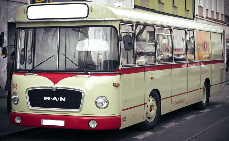 Du kan leje en stor bus hvis I er mange mennesker